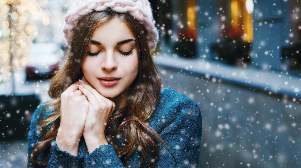 冬に乾燥するのは肌だけじゃない! パサパサ髪を防ぐ3つの方法