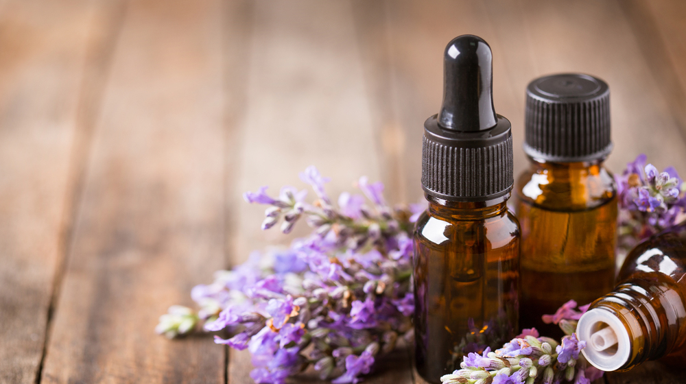 リラックスと香りの関係。毎日に素敵な香りを取り入れよう