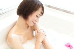 お肌のためにはぬるめのお湯! 目的別オススメ入浴法