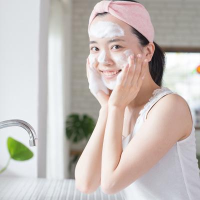 毛穴の黒ずみを洗顔でスッキリ落とす方法